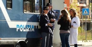 polizi acamper donne
